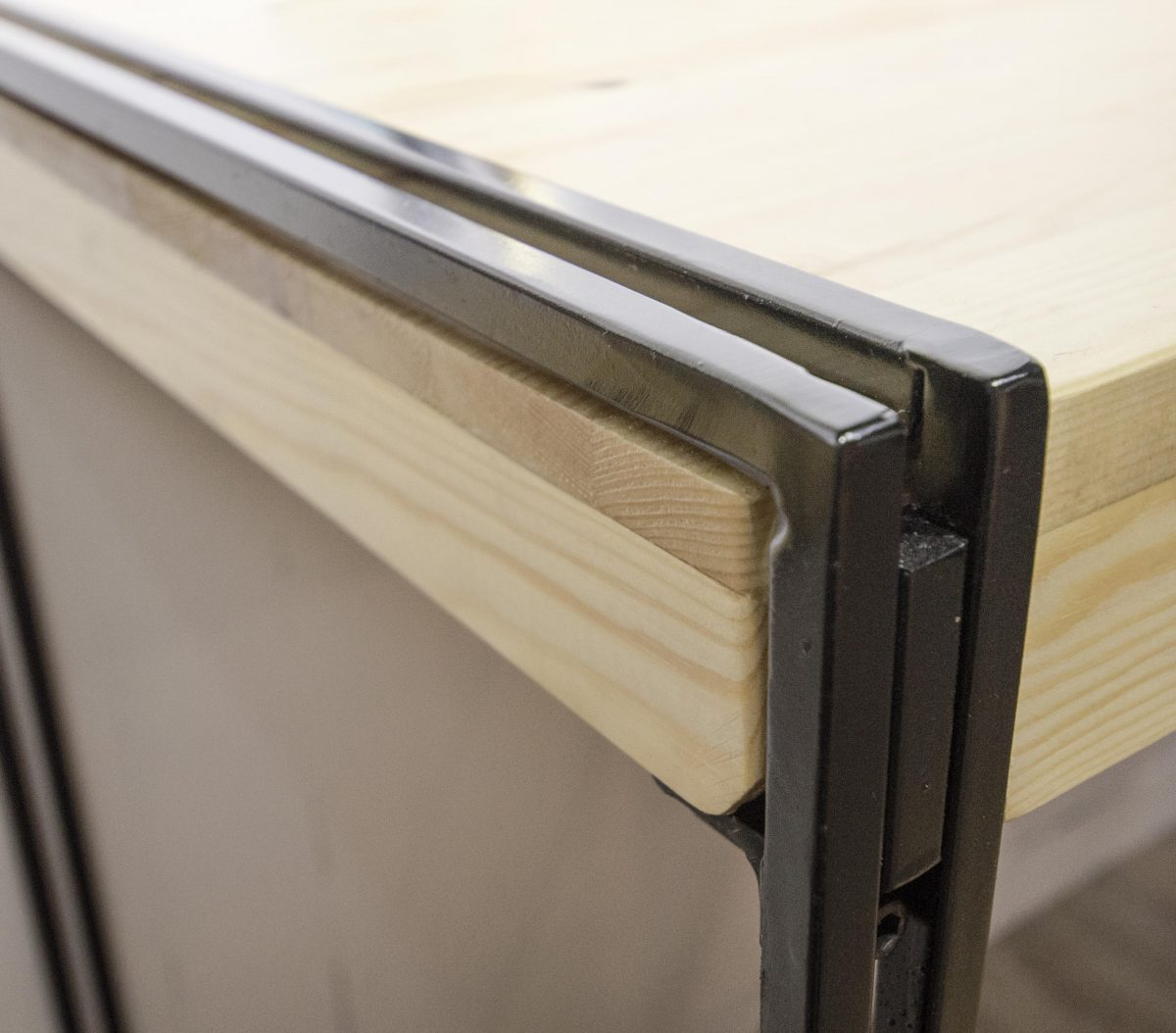 Double bar Table detail